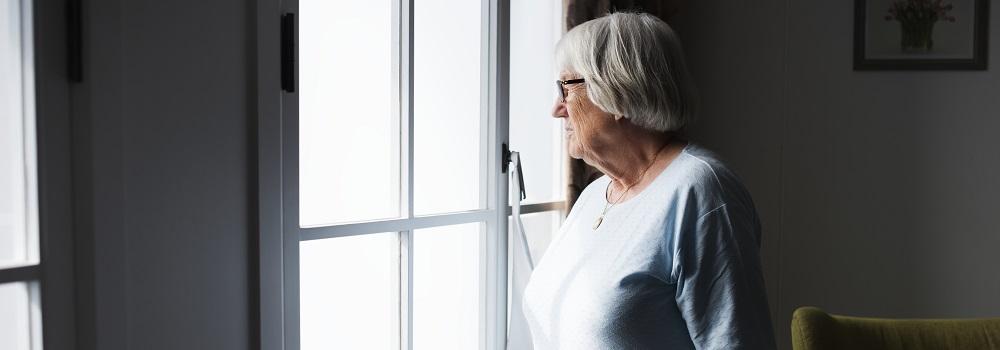 Ein fremdes Geräusch im Erdgeschoss, der Geruch von Rauch im Flur, der Anruf von einer unbekannten Telefonnummer oder das Klingeln an der Tür, obwohl kein Besuch erwartet wird, lassen ein mulmiges Gefühl entstehen.